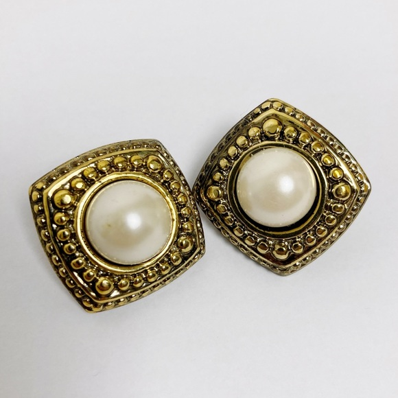 3/$25 Vintage pearl and gold clip on earrings